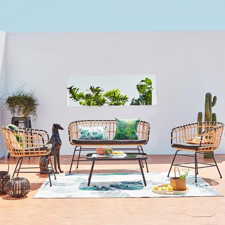 Sevilla - Salon de jardin rotin & acier noir 4 places. Salon de jardin rotin et métal noir 4 placesRendez votre jardin cosy avec cet ensemble de jardi